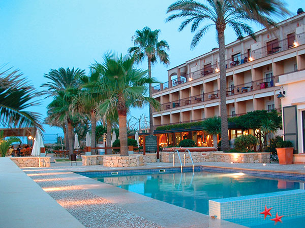 texto hotel 1 - HOTEL LOS ÁNGELES,<br/> YOUR HOTEL ON THE BEACH