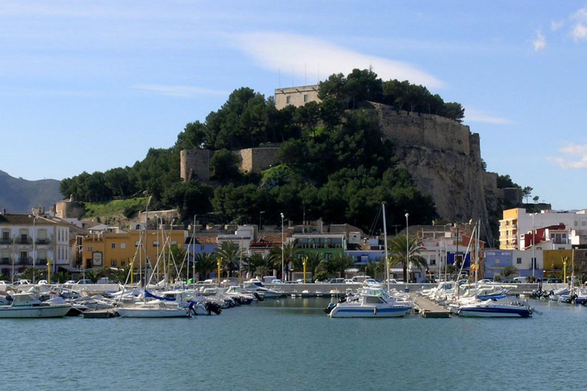 El-Castillo-desde-el-puerto-web.jpg