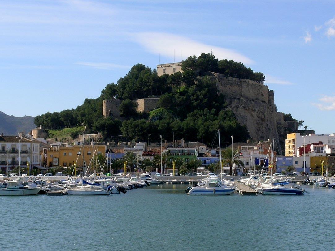 El-Castillo-desde-el-puerto-web-deleted-4bf3daa23d86b418e3a01468e070407a-1.jpg