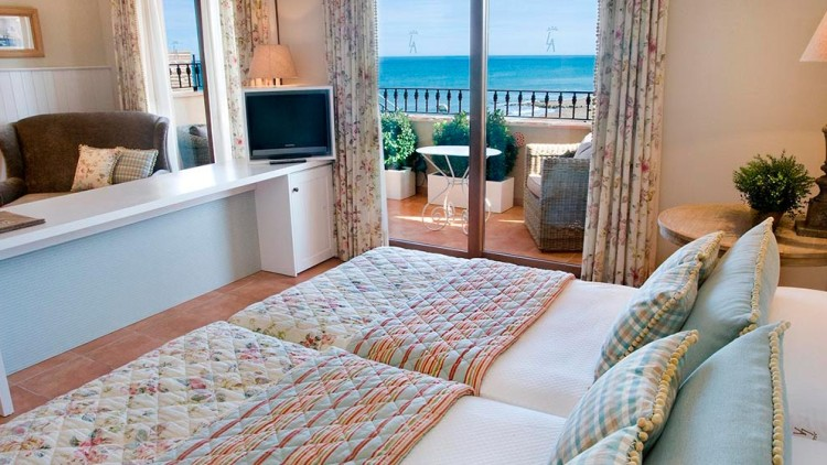 Junior Suite with Terrace and Sea View
