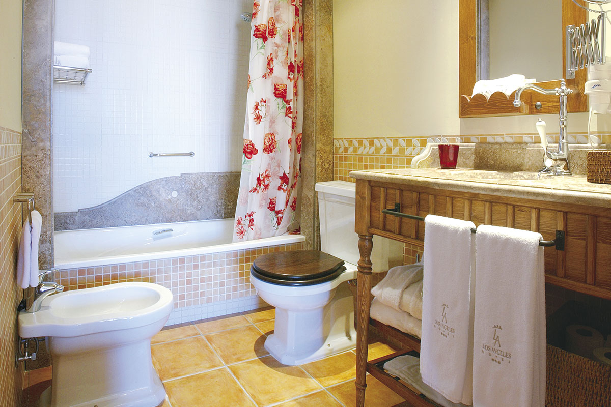 BAÑO SUITE 1 - Discover the inside of our hotel