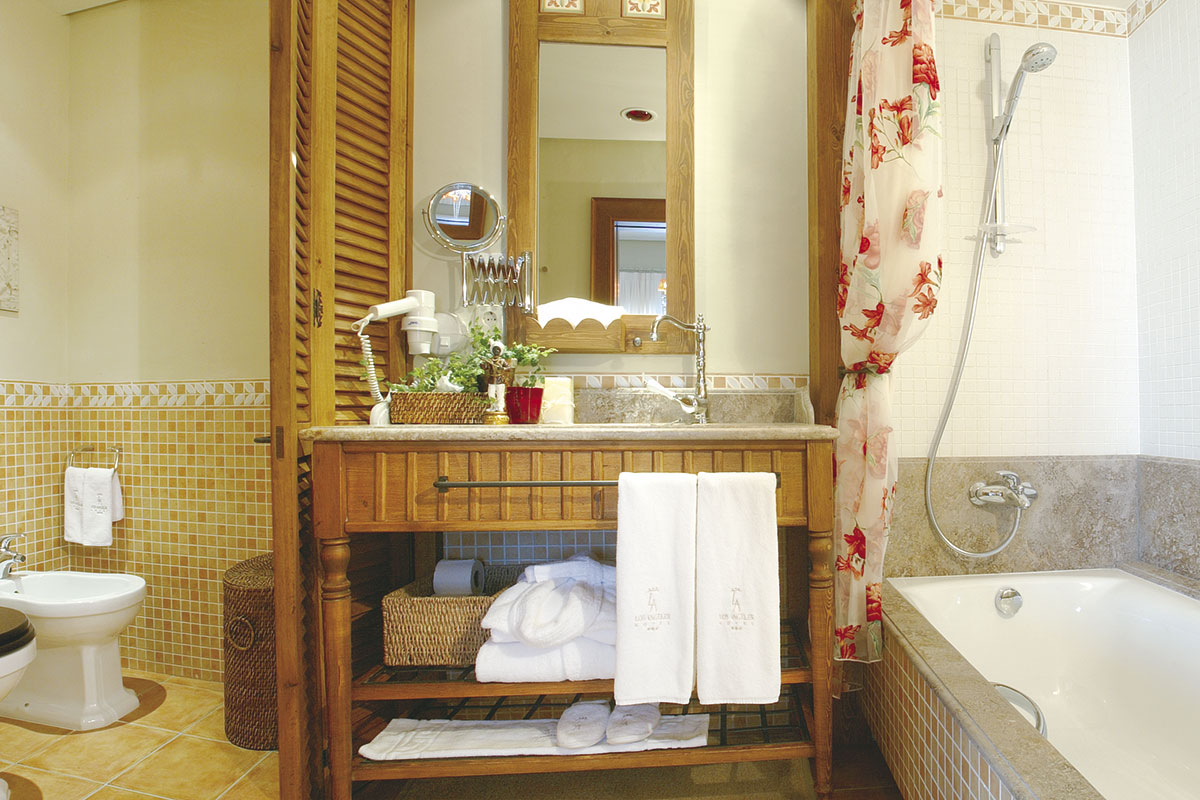 BAÑO SUITE 2 - Discover the inside of our hotel