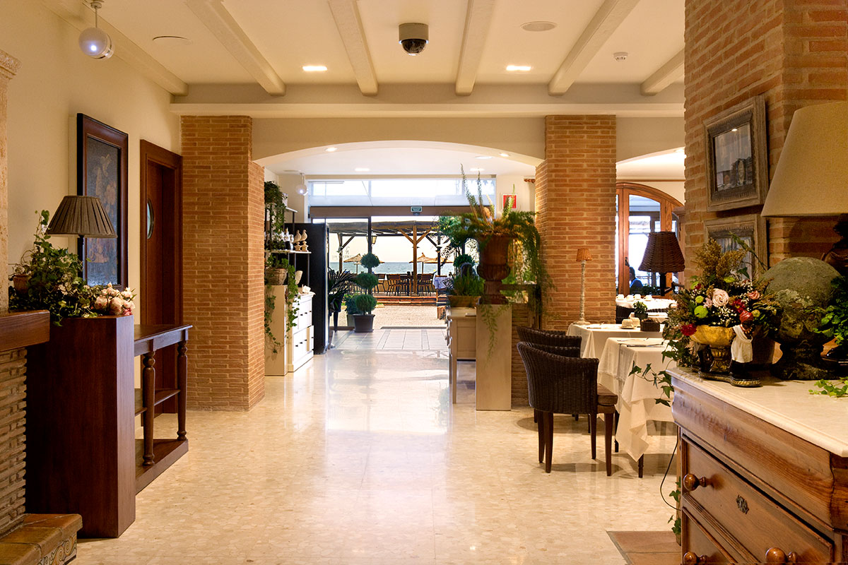 ENTRADA RESTAURANTE - Discover the inside of our hotel
