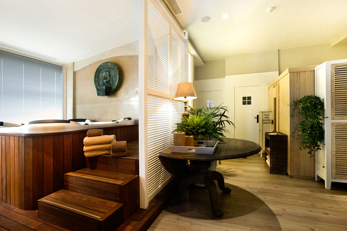 JACUZZI Y ZONA WELLNES - Discover the inside of our hotel